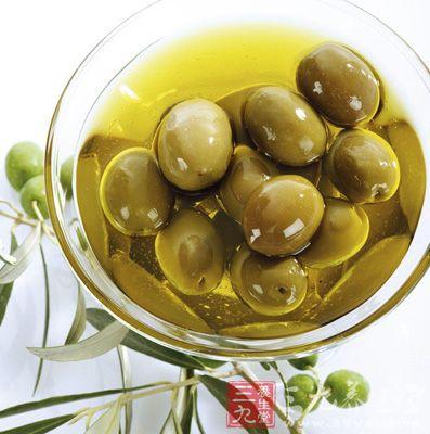 利用橄榄油沐浴有助于滋润肌肤