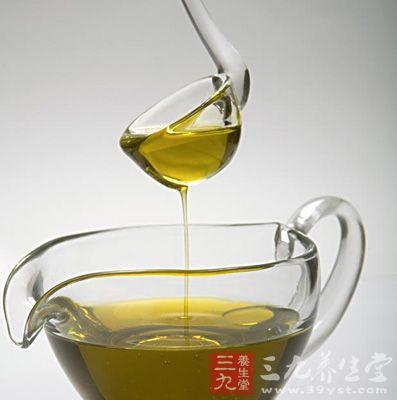 橄榄油的食用方法之一是用橄榄油烧烤煎熬