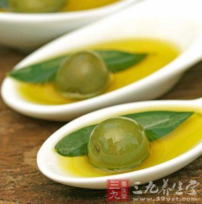 坚持每天食用一次以上的橄榄油,具有抗癌的作用