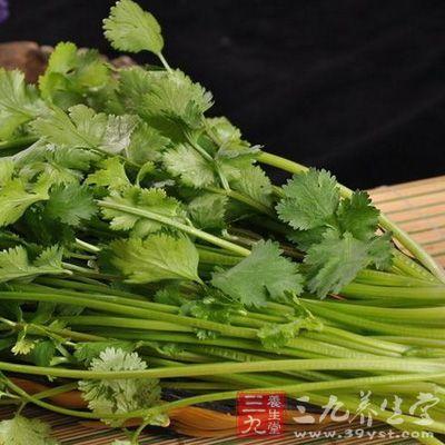 寒性体质的人适当吃点香菜可以缓解胃部冷痛、饮食积滞,消化不良等症状