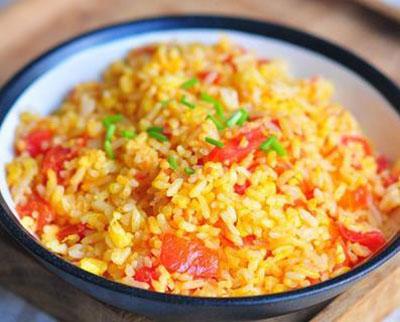 咖喱蛋炒饭的做法,加了咖喱的蛋炒饭味道不错
