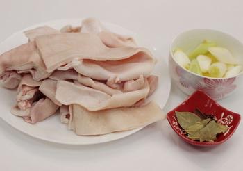 水晶肉皮冻的做法步骤1