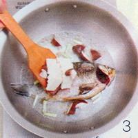 香菇鲫鱼汤的做法步骤3