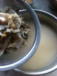 百合木耳鲫鱼汤的做法步骤10