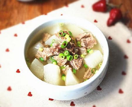 清炖牛腩萝卜汤的做法