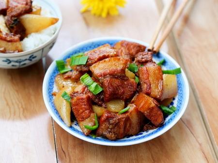 萝卜红烧肉的做法