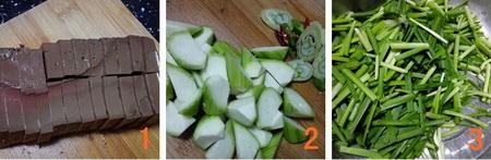 韭菜丝瓜鸭血步骤1-3