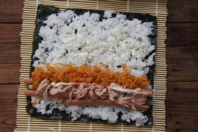 金枪鱼寿司的做法步骤4