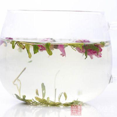 桃花花茶不宜用温度太高的水来洗