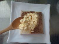 草莓鸡蛋三明治的做法步骤9