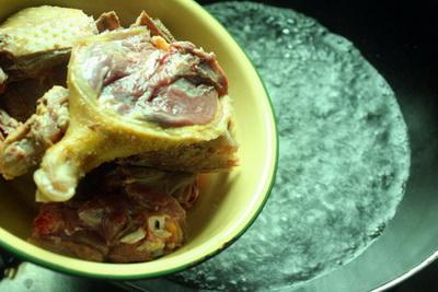红菇老鸭汤做法步骤3