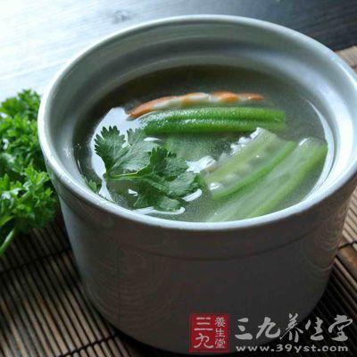 主料:黄秋葵150克,香菇、裙带菜若干、米汤、精盐、豆酱、鸡精、葱段