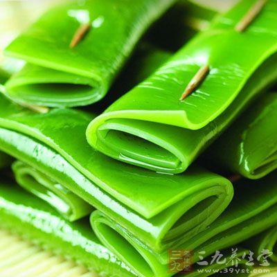 市场上的海带,有些看起来碧绿鲜嫩,很容易吸引消费者购买